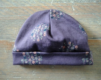 Lilac baby hat with flowers