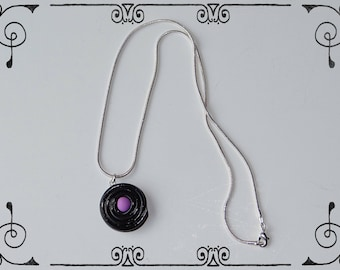 Necklace snake chain with a liquorice and his candy purple