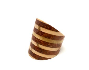 Wide wooden ring made of Padoek and Olive