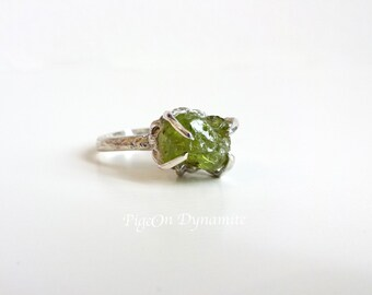 Raw Peridot Ring-Rough Peridot Silver Ring-Raw Peridot Silver Ring-Green Peridot Ring-Peridot Soliraire Ring-Peridot Solitaire Silver Ring