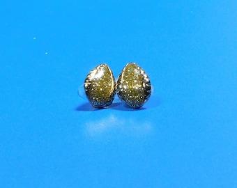 Vintage Gold Glitter Teardrop Post Earrings