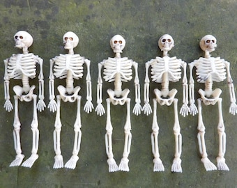 5 Miniature Plastic Skeleton Toys Skeletons Halloween Decor Diorama Fairy Garden Terrarium Figure  Skull Bone (#695)