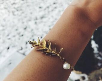 Golden leaf with freshwater pearl bracelet