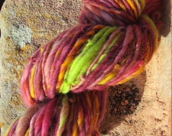 "Handspun yarn spinning wheel ""joyous"" has 112 grams / 62 m"
