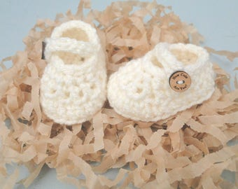 Baby Booties, Crochet Baby Girl Booties, Booties with Buttons,  Baby Shoes, 0-6 Weeks, Mary Janes, Baby Shower, Baby Gift, New Baby Gift,