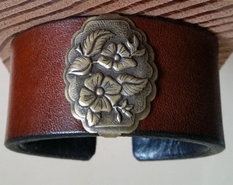 BROWN LEATHER BRACELET with Antique Brass Wild Rose Concho. Lined. Womens Cuff Wristband. Floral Western. Hook & Eye Clasp.