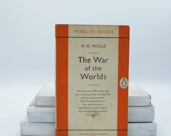 The War of the Worlds by H. G. Wells (Vintage, Penguin, Classics)