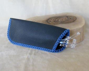Blue leather glasses case 6,5x16cm/2.5x6.3ins - spectacle pouch - blue crochet decoration