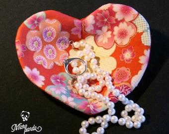 Svuotatasche o posagioielli a forma di cuore realizzato con stoffa giapponese di yukata