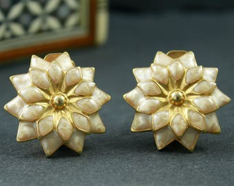 Clip on earrings vintage costume jewellery cream enamel and gold colour flower earrings daisy flowers