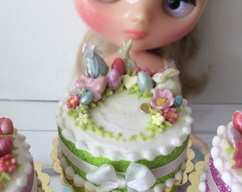 Large Easter cake  in green for Blythe/playscale.