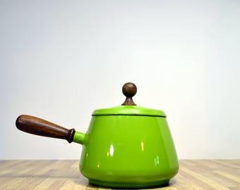 Vintage Enamel Fondue 2 Quart Pot Avocado Green 1970s Paint on Metal 8 Cup Sauce Pan