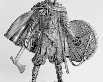 Tin soldier. Tin miniature. Pewter sculpture. Vikings. Viking Leader. The scale is 1/32.