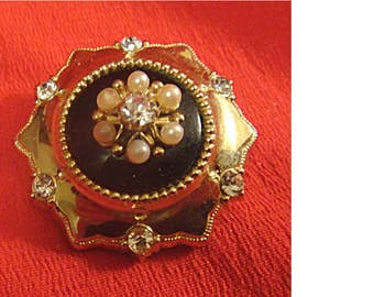 Stunning c.1940's CORO Gold Tone Brooch with Faux Pearls & Rhinestones (1418)