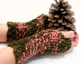 Olive Merino Fingerless Mittens, Button Cuff Fingerless Mitten, Knit Fingerless MIttens Green, Coral Merino Wool, Winter Trends, Merino