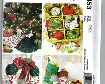 Ornaments, Wreath, Tree Skirt and Stocking / Original McCall's Crafts Uncut Sewing Pattern M6453