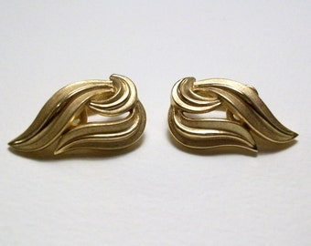 Crown Trifari clip earrings. Vintage golden feather like design. Excellent condition.