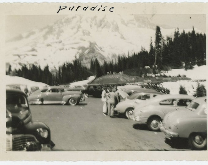 Vintage Snapshot Photo: Paradise Parking Lot, c1940s (127624)