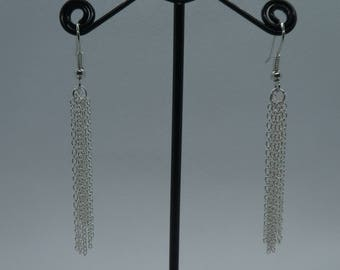 Earrings in chain optics