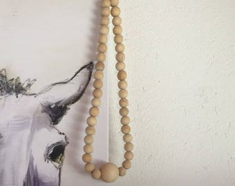 Wall chain necklace of wooden beads Skandi look