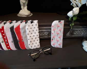Printed fabric glasses and felt case