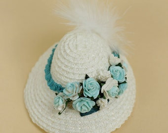 Premium straw doll hat, size XS, off-white with ribbon and paper flowers in white and turquoise