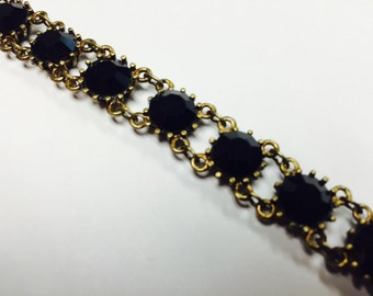 Classic bracelet with black crystals