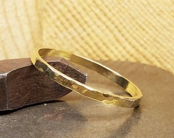 2mm Wide Hammered Men's Wedding Band in 100% Eco-Friendly Recycled 14K Yellow Gold with Free Sizing 4-12