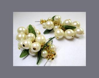Avon Pearlesque Dangle Earrings ~ Wine Earrings ~ White Berry Grape Cluster Post Earrings - Vintage 1991
