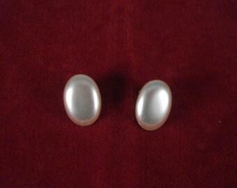 Vintage Faux Pearl Oval Clip On Earrings 1950s
