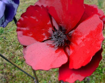 Poppy flower stake - Poppy flowerbed decor - Strong metal yard art - Flower ornament - Blooming red poppy - Flower bed decor