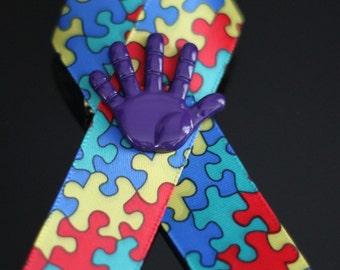 Autism Awareness Ribbon mit lila Hand