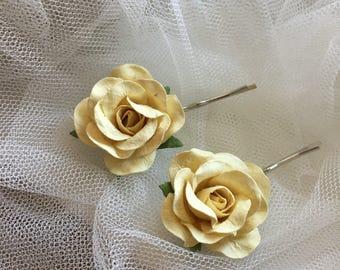 Bridal hair pin, rose hair pin, cream roses, flower hair clip, wedding hair accessories, flower bobby pin, bridesmaid, rose bobby pin