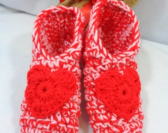 Crochet Valentine's Day Slippers in Red and Pink, Heart Houseshoes, MADE TO ORDER, Perfect for Mother's Day, Gift for Wife, Baby Booties