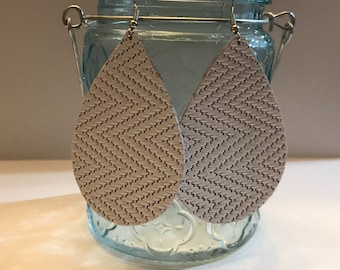 Large size, white zig zag basket weave leather teardrop earrings