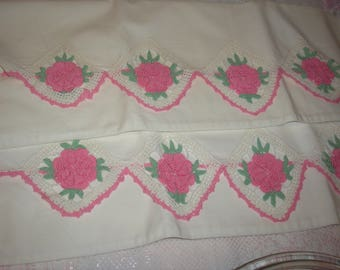 Estate;White W/Pink Rose Corcheted Pillow Case's Pair