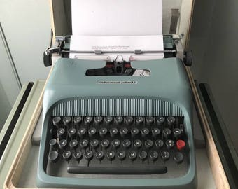 Olivetti Underwood Studio 44 Portable 1952 Typewriter , First Year Made #290632