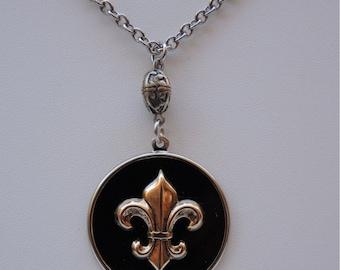 Necklace Fleur de Lis Black   Gold