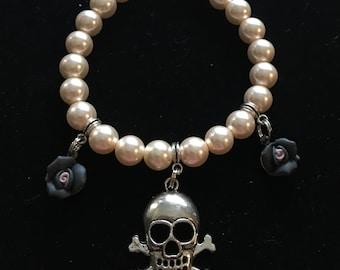 Skull and rose light pink glass pearl bracelet