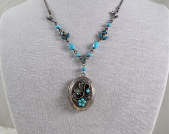 Antique Silver Faux Turquoise Flower/Leaf Decorated Locket Pendant Necklace