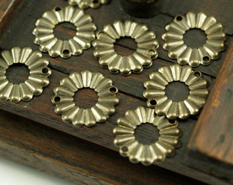 Antique Flower Connector, 75 Antique Brass Round Flower Connectors (19mm) Pen 554  K066