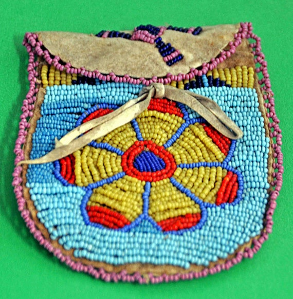 Antique NATIVE AMERICAN (Sioux Nation) Tribal Beaded Small Coin Pouch Excellent Condition