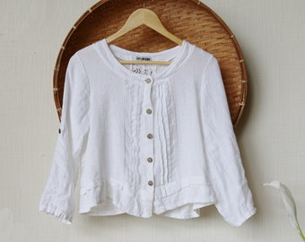 Italian Linen Blouse // Pintucks, Lace, Buttons // Medium
