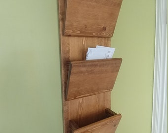 Entryway hanging mail organizer