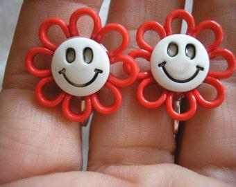 "Earring - Clip - Tween - Happy Face Daisy - Red - 3/4"""