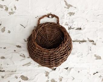 vintage circular wall hanging basket