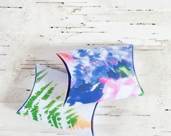 Pillow box, floral pillow box, multicoloured pillow box, botanical gift box, gift box, party favour box, floral party favour, gifts for her