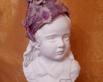 Vintage 1950's Purple Floral Clochet.  Vintage Clochet.  Flowered Hat. 1950's Flowered Hat. Purple Hat. Purple clochet. Vintage hat. 1950s.