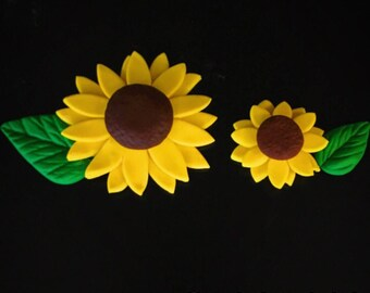 12 Fondant Sunflowers with Leaves
