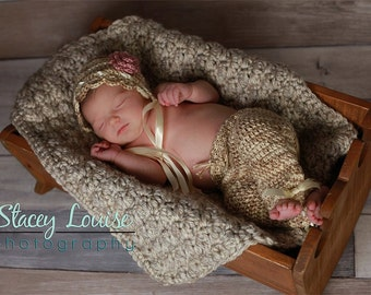 Bonnet and Pants set- MADE to ORDER- custom color, photo prop, Newborn size ONLY
